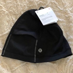 Lululemon Run It Out Toque Black New
